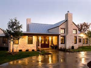 Country House Outdoor Pictures by Best 25 Hill Country Homes Ideas On