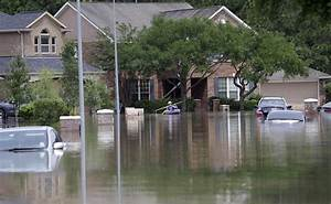 Houston-area Texans cope with historic flooding