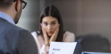 ¿Qué expresiones pueden sabotear una entrevista de trabajo?