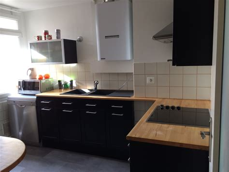 travail de cuisine cuisine noir laqué plan de travail bois cuisine idées