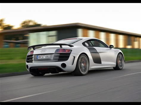2018 Audi R8 Gt Rear And Side Speed 2 1280x960 Wallpaper