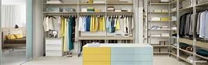Kommode Für Begehbaren Kleiderschrank : regale in einem begehbaren kleiderschrank mit gleit schiebetuereninnensystem cornice mit ~ Bigdaddyawards.com Haus und Dekorationen