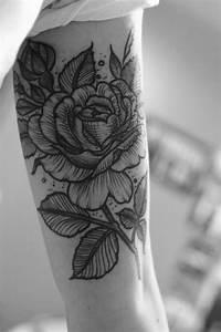 Tattoos Für Frauen Arm : tattoo oberarm ideen und vorlagen f r frauen und m nner ~ Frokenaadalensverden.com Haus und Dekorationen