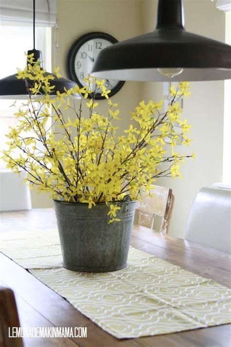 kitchen island centerpieces 191 best forsythia images on wedding bouquets