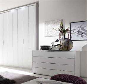 commode chambre adulte design commode design blanche et chromé chambre adulte