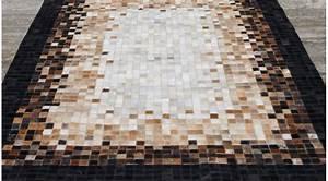 tapis en peau de vache maison design sphenacom With tapis peau de vache avec canapé lit haut de gamme