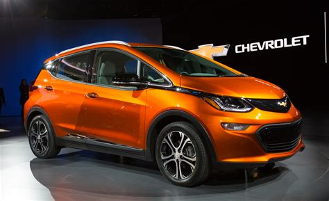 New Electric Vehicles 2017 by General Motors Reveals 2 Chevrolet Bolt Based Electric Cars