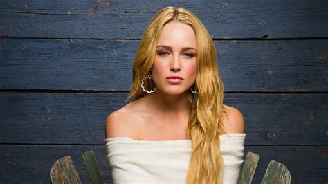 caity lotz hd wallpapers