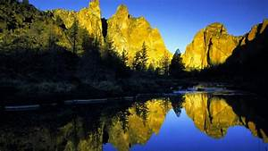 Crooked River In The Smith Rock State Park, Oregon HD