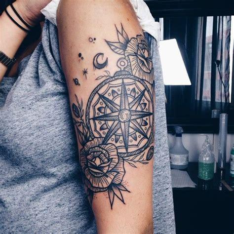 tatouage boussole noir  blanc tattoos pinterest