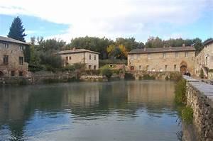 Exploring Tuscany  Bagno Vignoni