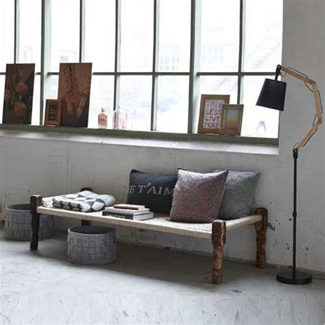 banquette basse en bois et assise en coton tiss 233 e beige