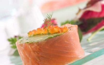 comment cuisiner pavé de saumon recettes de roulé de saumon à l 39 avocat les recettes les