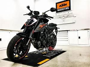 Ktm 1290 Super Duke 2017 : review 2017 ktm 1290 super duke r bike review ~ Medecine-chirurgie-esthetiques.com Avis de Voitures