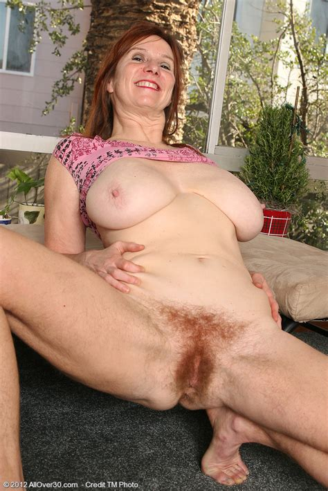 Hairy milf with big tit shows her goodies - Pichunter