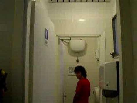 telecamere nascoste nel bagno delle donne italia 1 bagno delle donne