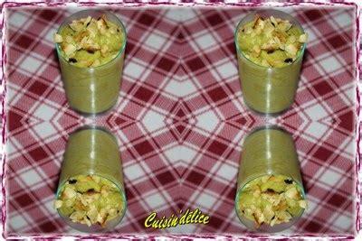 cuisin 39 délice velouté de courgettes au curry citron vert et éclats de noisettes grillées