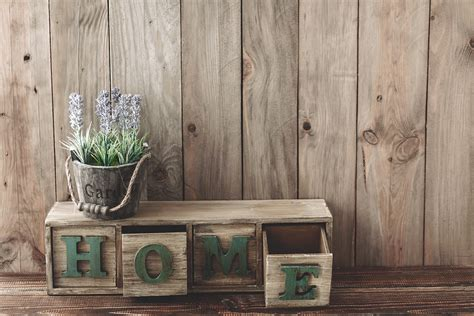 While floor décor and table accents can add up and quickly contribute to a cluttered look, walls are a great way to bring more of the farmhouse aesthetic into your home. 25 Easy Ideas of Adding Farmhouse Wall Decor to Your Dwelling   PrintMePoster.com Blog