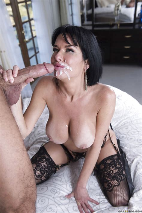 Sexy Brunette Cougar Veronica Avluv Giving Thick Cock A Blowjob
