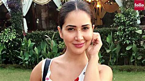 Kim Sharma Reacts On Being 'dumped And 'penniless