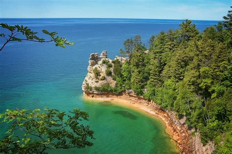 rocks pictured michigan lake lakes superior lakeshore national freshwater most mi usa largest overlook state places views stunning impress friends