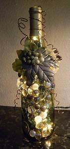 Leere Flaschen Für Likör : decorative embellished wine bottle light with leaves berries and gold glass gems pinterest ~ Markanthonyermac.com Haus und Dekorationen