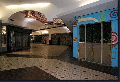 Requiem for Wonderland Mall - A Final Tour