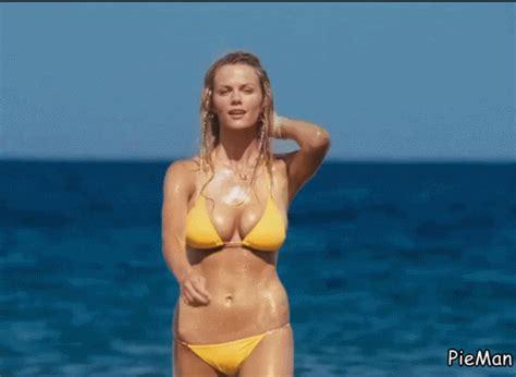bikini beach babes  animated gifs  gifs izismilecom
