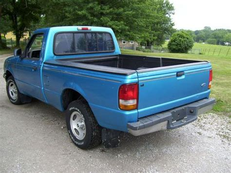 sell   ford ranger xlt  cylinder  speed nice