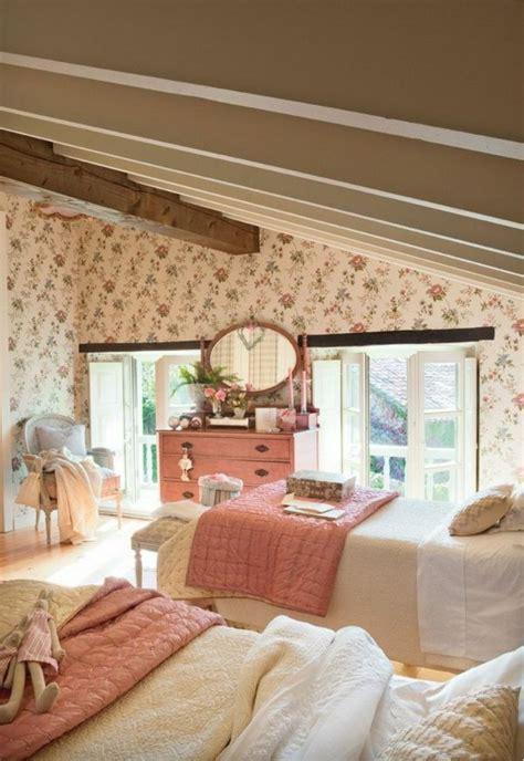 tapeten landhausstil schlafzimmer tapeten landhausstil frische ideen wie sie die w 228 nde verkleiden projekt schlafzimmer ベッド