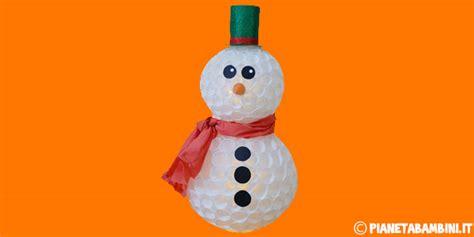 pupazzi di neve con bicchieri di plastica addobbi d inverno per la scuola dell infanzia