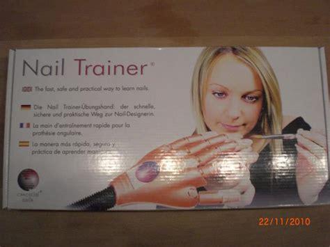 original nailtrainer von essential nails top verkauft