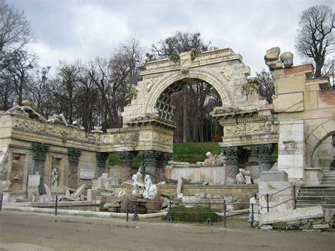 File:Wien Schloss Schoenbrunn Park Roemische Ruine.jpg ...