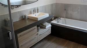 Salle De Bain Beton Cire : du b ton cir platinum pour le meuble et la baignoire ~ Dailycaller-alerts.com Idées de Décoration