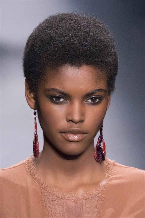 coupe afro courte les 25 meilleures id 233 es de la cat 233 gorie coupe courte afro sur coiffures fusel 233 es