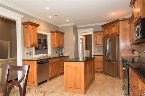paint colors to go with gray cabinets what color paint looks good with maple cabinets home
