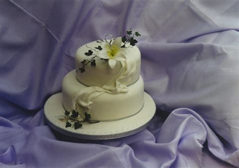 Two Tier Wedding Cake With White Lily