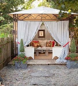 Un Gazebo Con Le Tende Per Arricchire Il Giardino  15