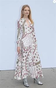 La Mode Est A Vous Printemps Ete 2018 : natalia vodianova d fil de mode valentino collection pr t porter printemps et 2018 lors de ~ Farleysfitness.com Idées de Décoration