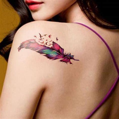 tatouage plume femme  superbes idees tattoo plume pour