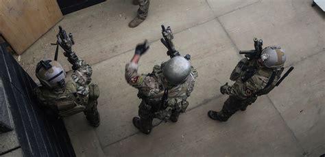 Photo : Special Forces close quarters