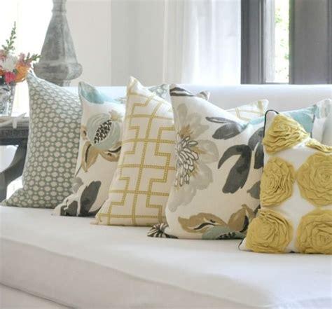 how many throw pillows on a sofa how many pillows on a couch how many pillows on a couch