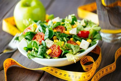 Is It Possible To Lose Weight By Eating Salads & Fruit Only?