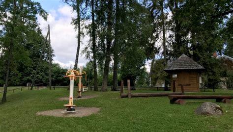 Foto: Vika pasaku parks, kurā atrodamas interesantas koka ...