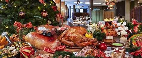 The united states of america has many colorful, distinctive christmas traditions that frequently … American Christmas Dinner - Traditional Christmas Dinner ...