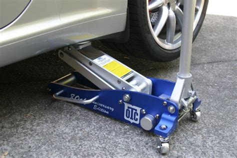 Why You Always Need A Floor Jack In Your Car