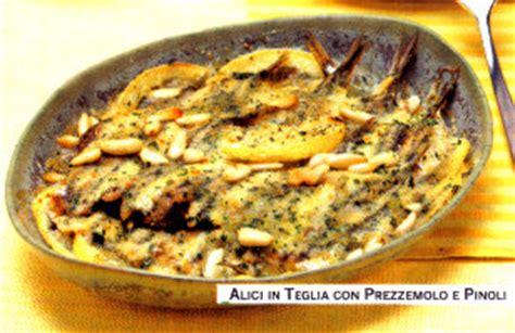 come cucinare le acciughe fresche ricetta alici o acciughe al forno con pinoli olive