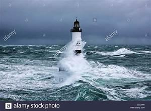 Leuchtturm Ar Men : france finistere ar men lighthouse stockfotos france finistere ar men lighthouse bilder alamy ~ Buech-reservation.com Haus und Dekorationen