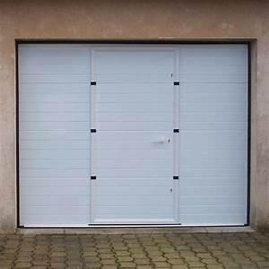 Porte De Garage Motorisée Avec Portillon : porte de garage sectionnelle motoris e rainures horizontales veine de bois avec portillon ~ Dode.kayakingforconservation.com Idées de Décoration