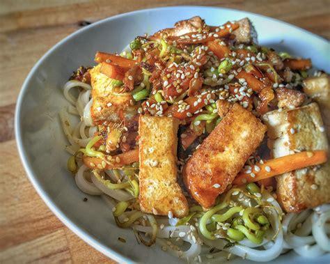 cuisiner des petits pois frais tagliatelles de riz sautées aux légumes et tofu 1 2 3